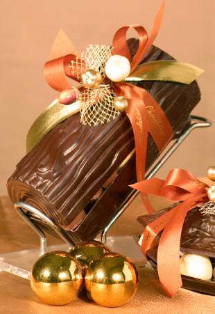 Buche en chocolat garnie de pralines assorties